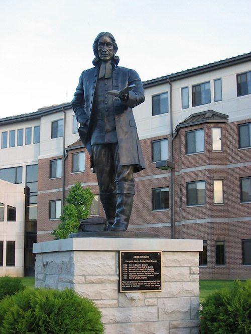 r09_indiana-wesleyan-univ-john-wesley-statue