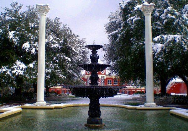 Belhaven_University_Fountain